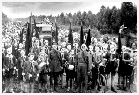 wwII-ppl-with-masks